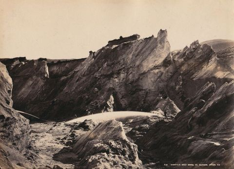 William Hart, <EM>Hydraulic gold mining, St Bathans, Otago NZ</EM>, <EM>c</EM>.1880, albumen print, 6 x 8 inches. Barrar-Hines Collection.