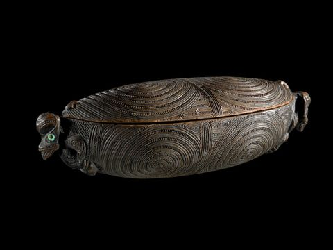 ME023357; Waka huia (treasure box); 1750; Tairawhiti (attributed on basis of carving style); Unknown ; 1; black background (image/tiff)