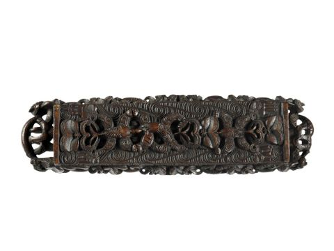 OL000002/.S; Papa hou (treasure box); 1800-1850; Nga Puhi; Unknown; Hand carved from native wood. ; 4 (image/tiff)