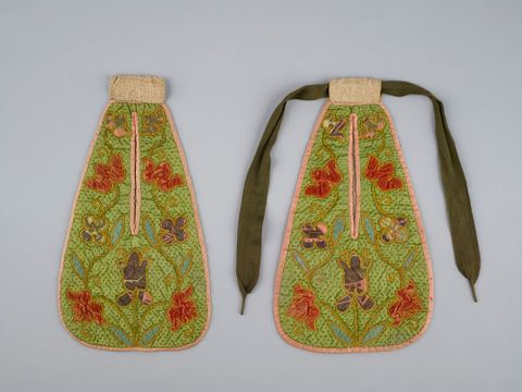 Pockets, circa 1760, England, maker unknown. Gift of the Wellington Embroiderer's Guild Inc., 2002. CC BY-NC-ND licence. Te Papa (GH007784)