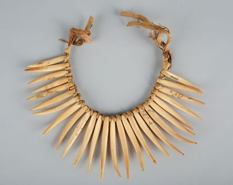 OL002207; Wasekaseka (sperm whale tooth necklace); view 2 (image/tiff)