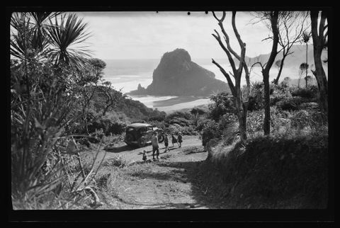 A.013875; Landscape at Piha; 1950 s; Lee-Johnson, Vivienne (image/tiff)