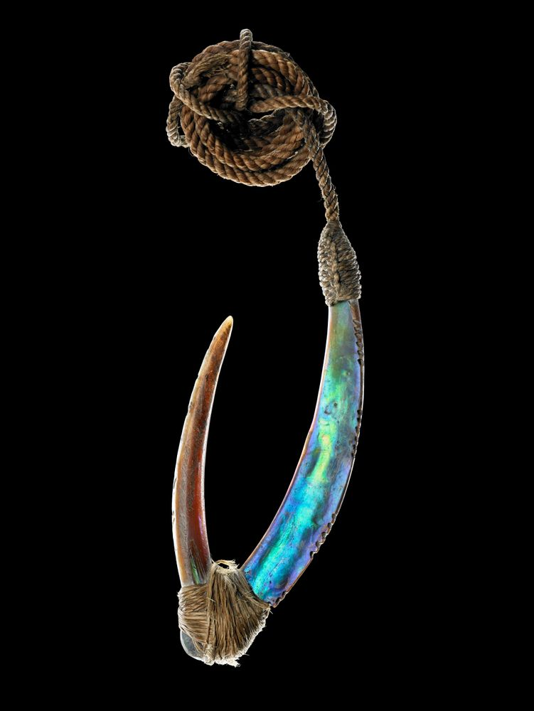 OL000106/10; Pa kahawai (trolling lure); 1750-1850; Unknown; black background