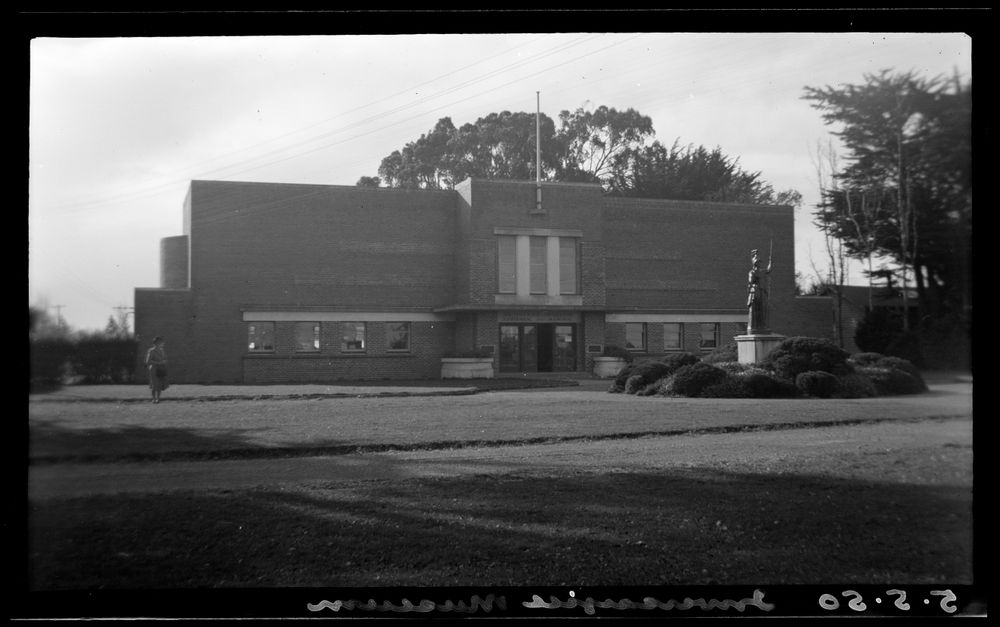 A.009530; Invercargill Museum; 05 May 1950; Adkin, Leslie