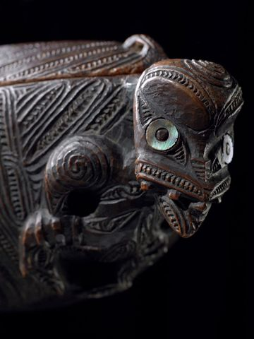 ME023357; Waka huia (treasure box); 1750; Tairawhiti (attributed on basis of carving style); unknown ; detail 1 (image/tiff)