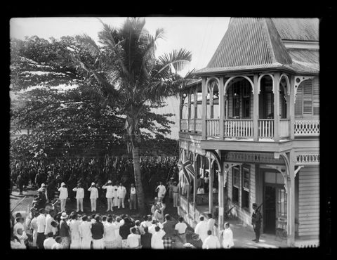 C.001549; Ceremony held in Apia, Samoa; 1914; Andrew, Thomas (image/tiff)
