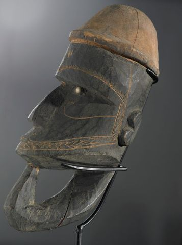 FE006585; War canoe prow figurehead (Nguzunguzu); unknown ; view 2 (image/tiff)