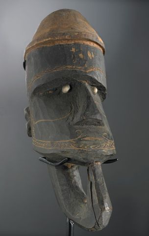 FE006585; War canoe prow figurehead (Nguzunguzu); unknown (image/tiff)